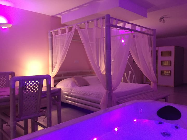 Suite avec jacuzzi et sauna privatif