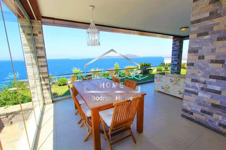 Superb seaview garden flat with private beach