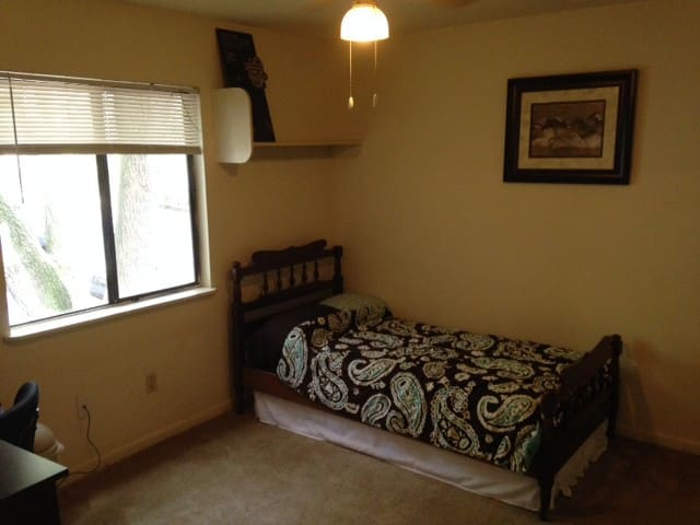 Private Bed/Bath minutes from UF & downtown - Gainesville - Byt