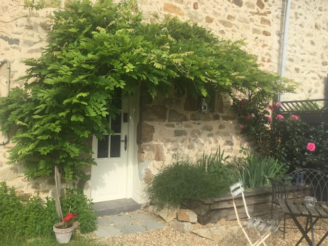 Mini Maison Logeat - lovely one bedroom cottage