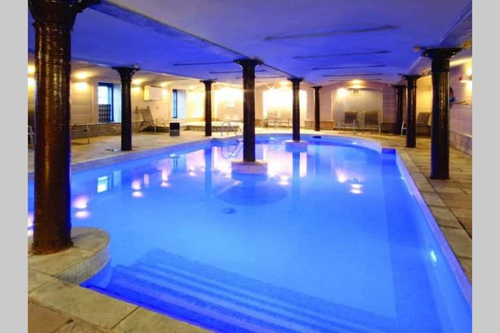 Great flat +location wi pool +view!