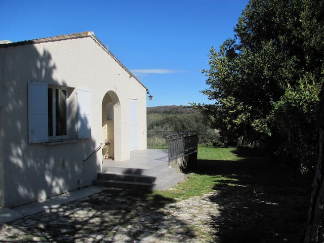 villa dans un petit village du gard - Collias - Villa