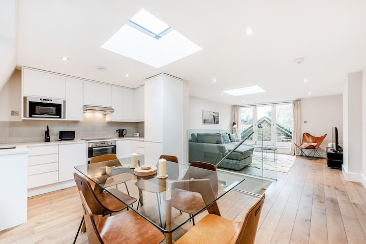 A LUXURIOUS MODERN 2-BEDROOM IN COVENT GARDEN