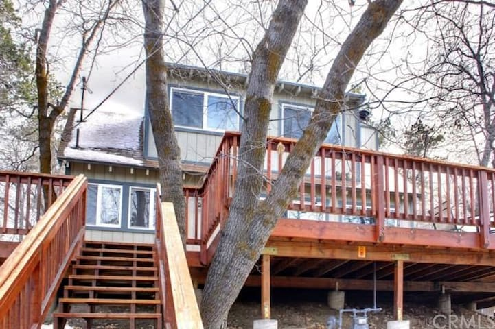 Little Swiss Inn - Wrap around deck! - Big Bear - Apartamento