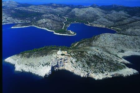 Robinson Lighthouse Struga - Skrivena Luka