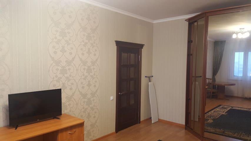 Просторная квартира с - Surgut - Wohnung
