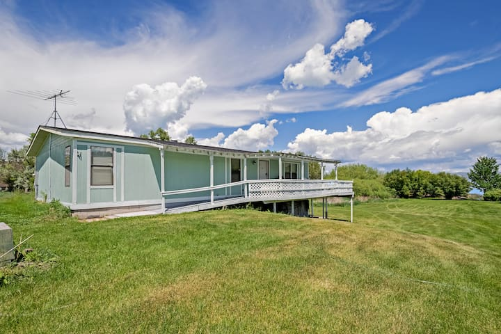 Dog-friendly lakefront home w/ wrap-around deck & Bear Lake views!