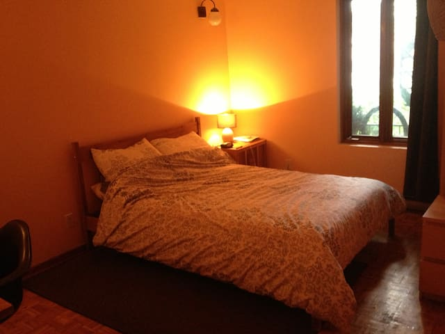 Comfortable room in the Village w/ private parking