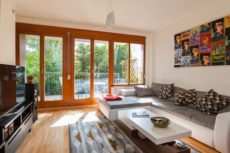2 bdrm, private balcony and garage! - Budapeşte - Daire