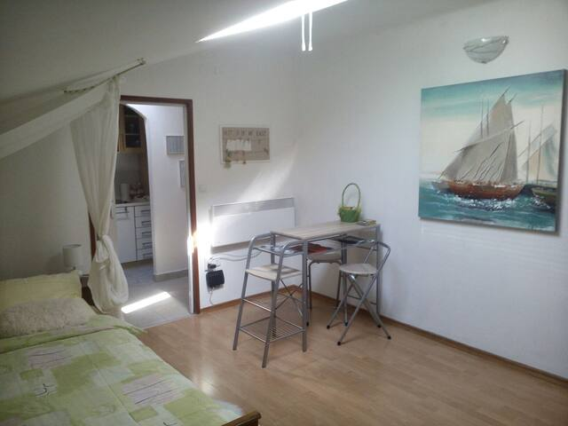 Small Warm and Cozy stress free Studio - Rijeka - Departamento