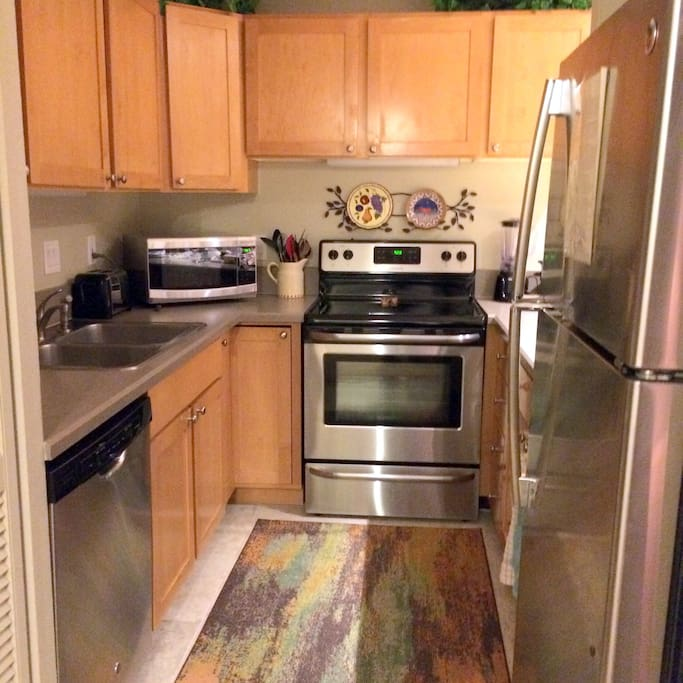 Well equipped kitchen - NEW Stainless Appliances