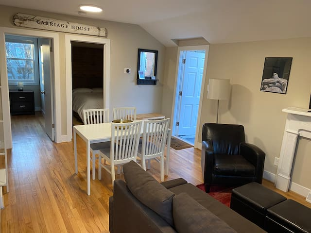 Extra clean 2 Bdrm Carriage House with Parking!