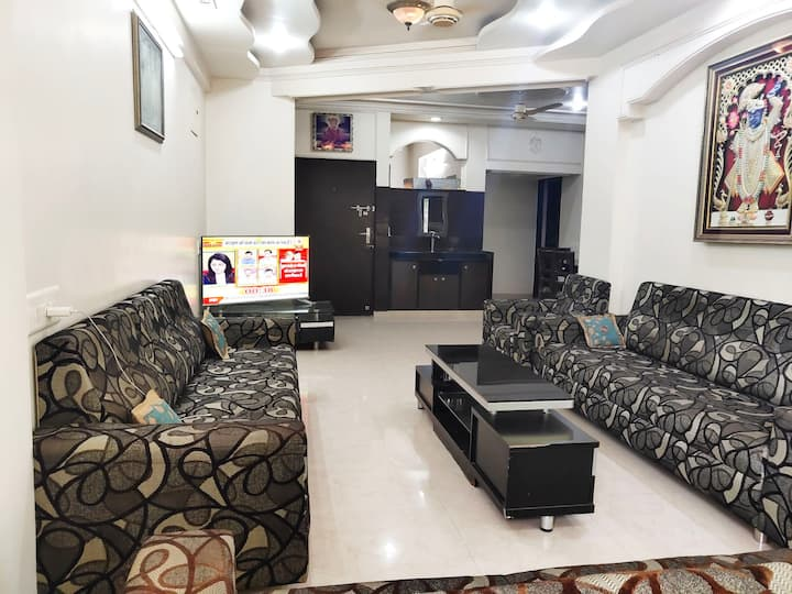 LUXURIOUS  FULLY FURNISHED  PLUG & PLAY  PROPERTY