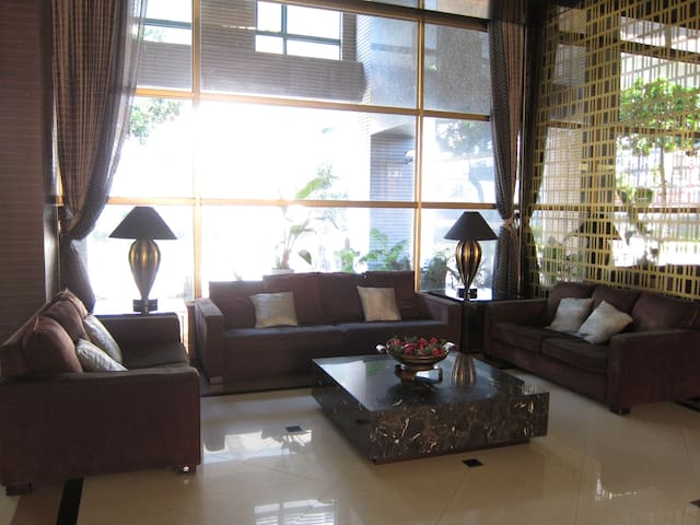 Luxury apartment with two rooms near the MRT - Zhonghe District - Selveierleilighet