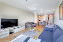☆ Spacious Apartment in ♥ of City up to 6 guests
