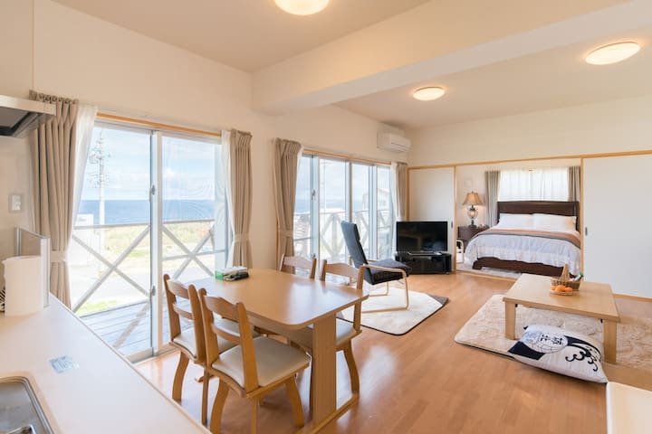 Enjoy the ocean view & relax at T's.さざ波聞きながらリラックス