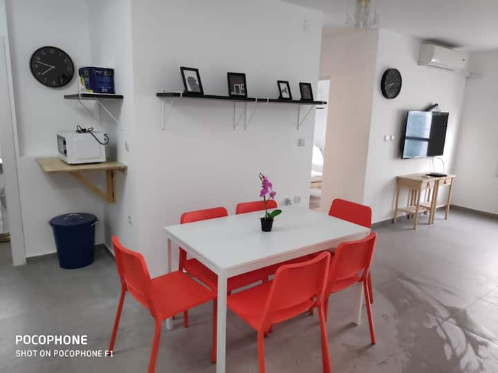 Lod Airport - newly renovated 3 rooms apartment