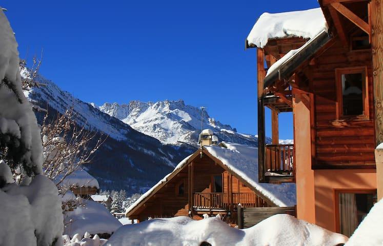 Le Queyrellin hameau des Chazals Nevache Hautes Alpes - nevache