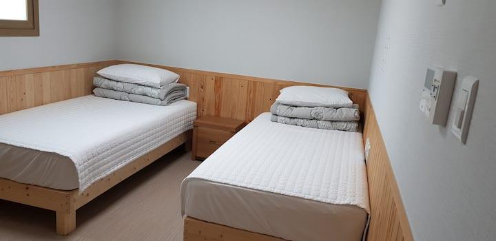 경주소풍 3 - 트윈베드-2인실, 개별욕실, 넓은주차장,동궁과 월지, 월정교도보가능