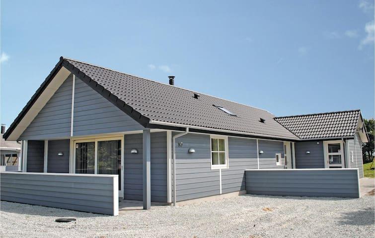 Holiday cottage with 3 bedrooms on 120m² in Hvide Sande