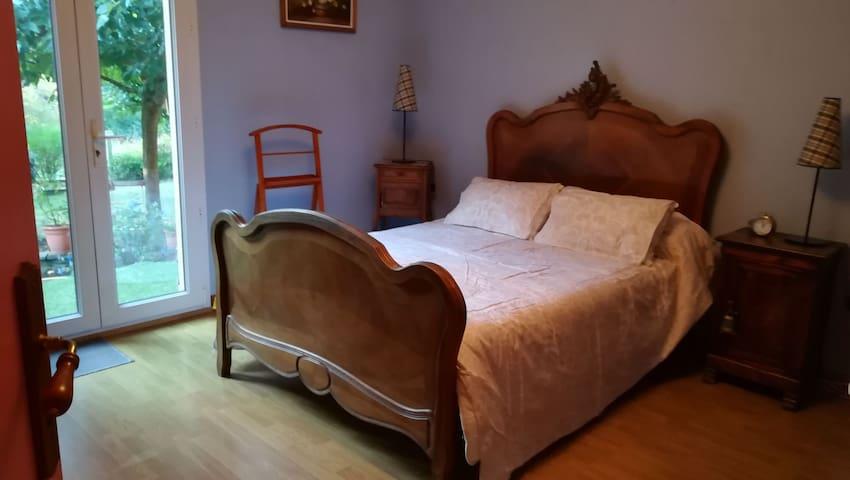 Chambre spacieuse au calme