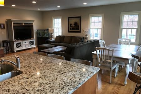 Luxury two story, 2 bedroom  Condo on Middle St!!