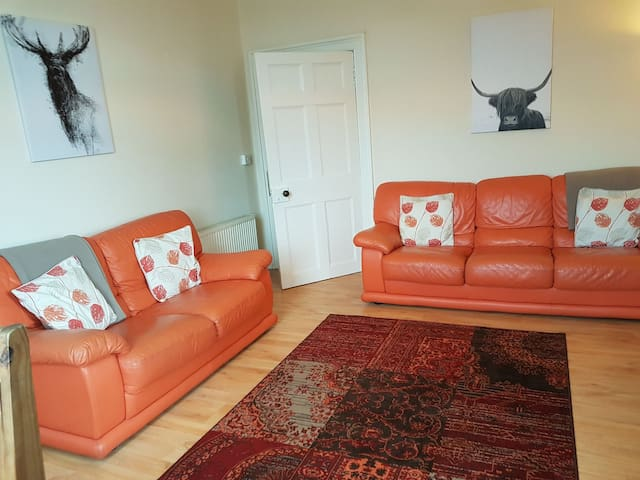 Inverness City Centre-River view apartment