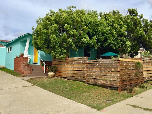 2BR Home & Garden 1 Block to Beach