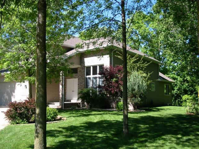 Beautiful Executive Style House - close to EAA - Oshkosh - House