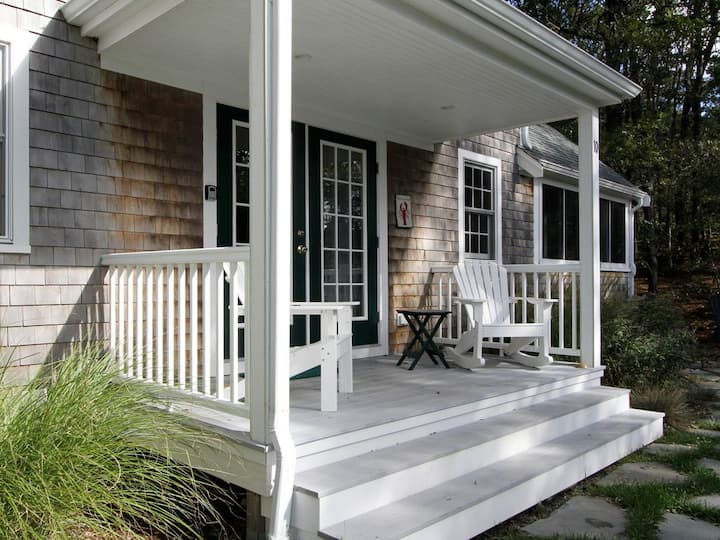 Awesome Post & Beam Cottage near Ponds & Ocean