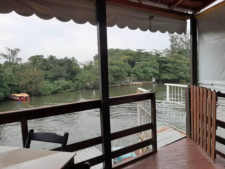 Frontal  Lagoa, com varanda , na Ilha da Gigoia