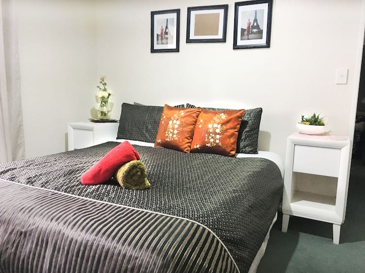 Bed & Breakfast Homestay in Auckland !