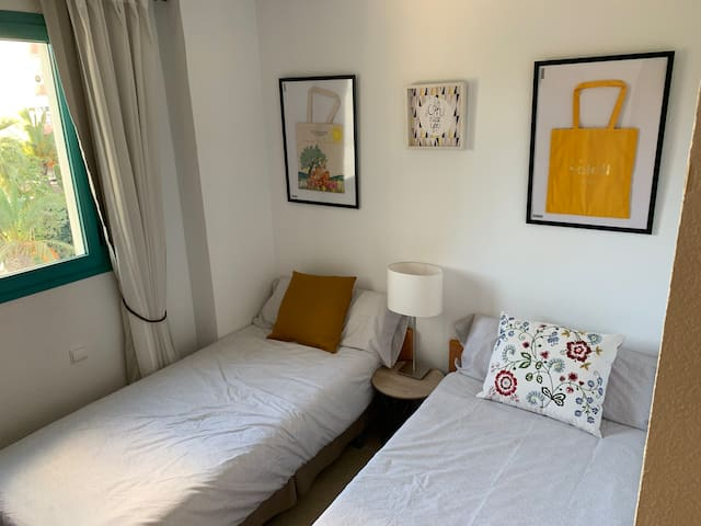 2 Min Walk from the Beach, Cozy Room, & Great Host