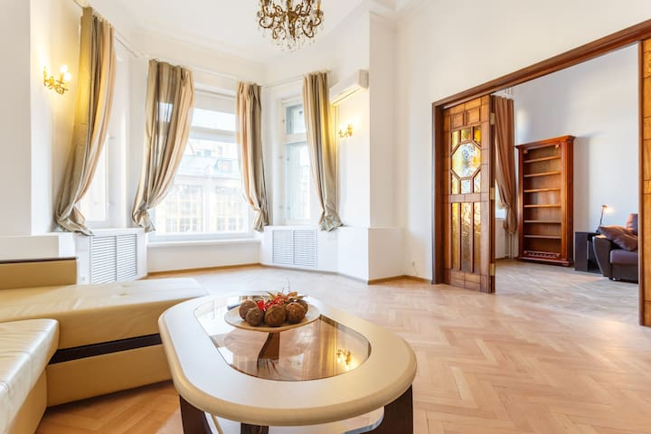 Bright 4BR on 1st line of Tverskaya with 2WC - Moskva