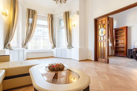 Bright 4BR on 1st line of Tverskaya with 2WC - Moskva - อพาร์ทเมนท์