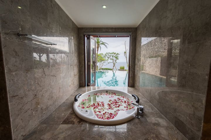 Master Room with Jacuzzi and Private Pool