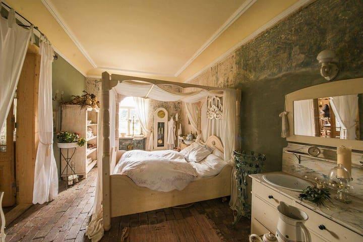 gemütliches Himmelbettzimmer im vintageLuftschloss - Endschütz - Apartamento