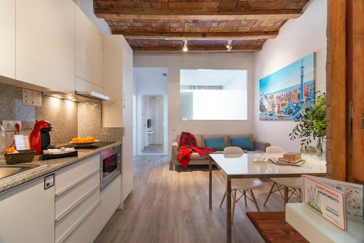 Spacious and Bright apt near La Sagrada Familia