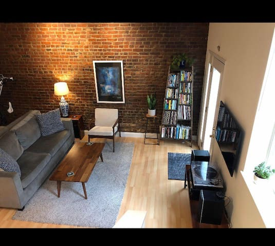 Quiet , private, and cute  carriage house  in Shaw