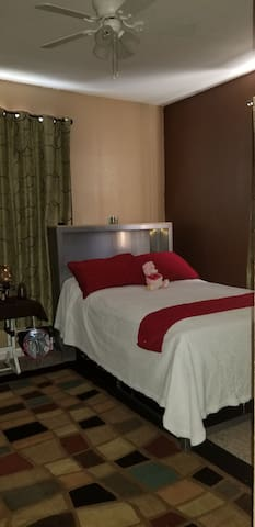 Private room w Double bed shared  bathroom
