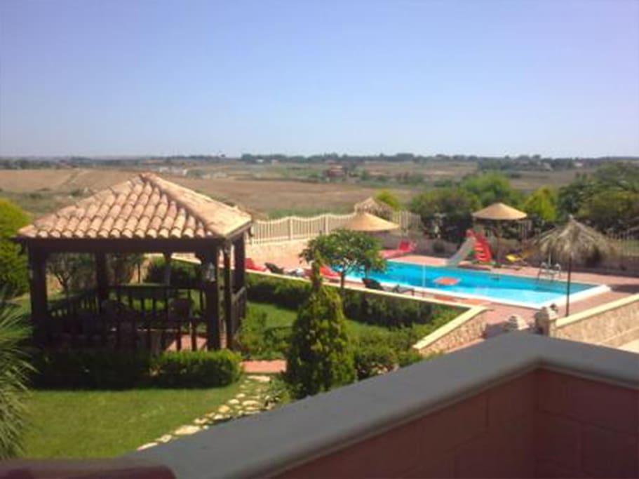 Appartamento con piscina 50 metri dal mare ville in for Piscina 8 metri x 4
