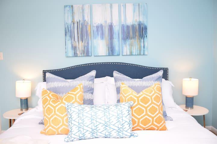 Master Bedroom (King Bed)