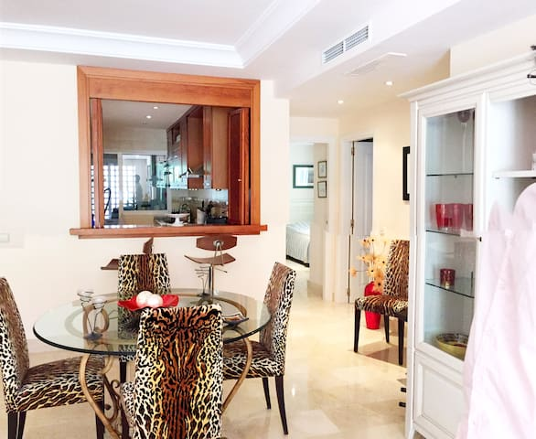 BEACHSIDE APARTMENT IN PUERTO BANUS - Marbella - Flat