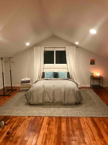 Cozy Love Nest in Hillcrest