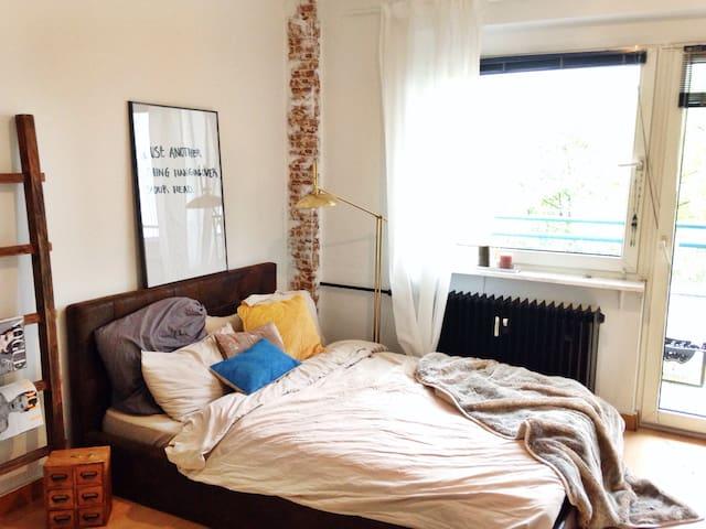 Central studio apartment riverside - Frankfurt - Lejlighed