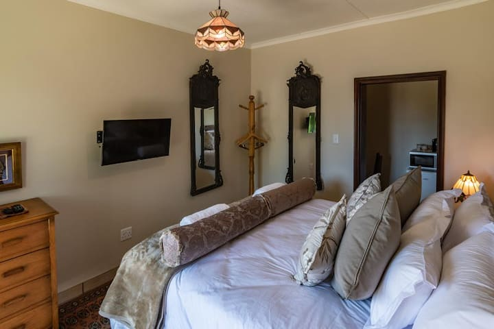 Antiqua Guest House - The King