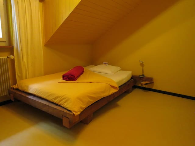B&B BCBF Chambre jaune