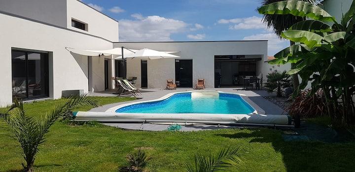 2 chambres d'hôtes avec petit déjeuner et piscine