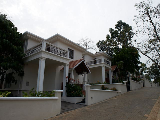 3 BR Deluxe Villa With Garden View # 13 - North Goa