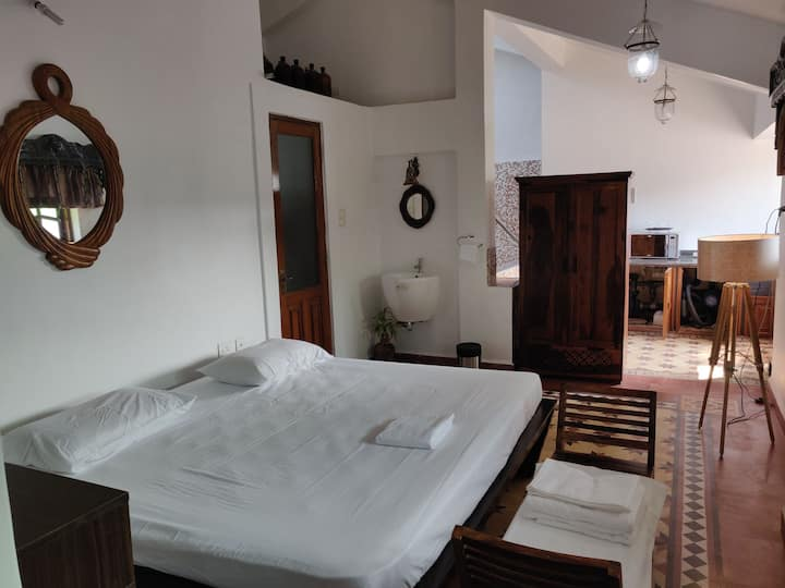 Romantic Private Jacuzzi Suite, in Fontainhas